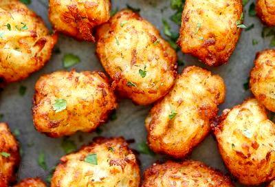 Chiftele de cartofi cu sos de lamaie