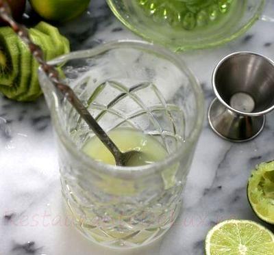 Cocktail mojito cu kiwi