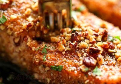 File de somon in crusta de nuci