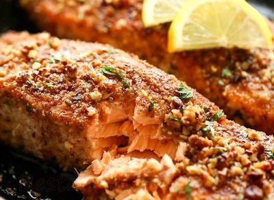 File de somon in crusta de nuci pecan cu glazura de lamaie