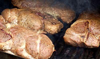 Friptura de porc cu usturoi la gratar