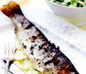Pastrav_la_gratar_cu_avocado_si_rucola