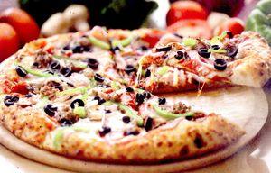 Pizza_cu_ardei_cascaval_si_masline