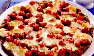 Pizza_cu_faina_de_hrisca_sunca_si_carnaciori