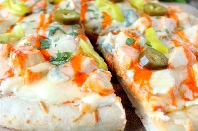 Pizza cu piept de pui si mix de branza