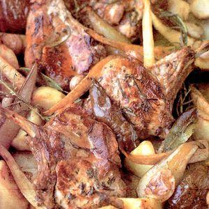 Porc_cu_cartofi_pastarnac_pere_si_plante_aromatice
