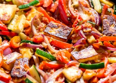 Salata calda de legume cu rozmarin