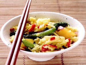 Salata_cu_anans_mazare_broccoli_si_curry