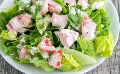 Salata cu avocado, rosii si bacon