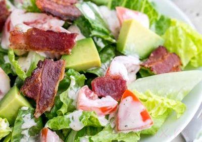 Salata_cu_avocado_rosii_si_bacon_08