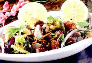 Salata_cu_fructe_de_mare_si_legume