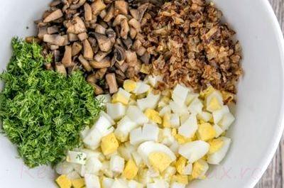 Salată de ciuperci cu ouă si porumb