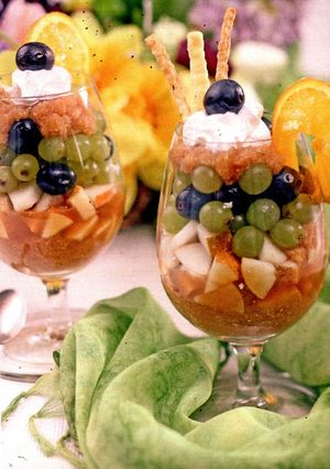 Salată de fructe cu miere de albine