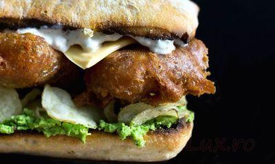 Sandwich cu peste in aluat