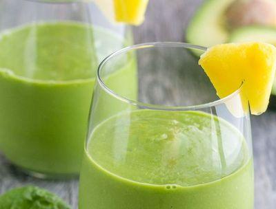 Smoothie de avocado cu ananas