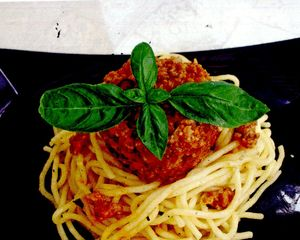 Spaghete_cu_vitel_si_sos_bolognese