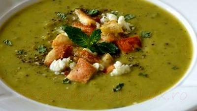 Supa de mazare cu sparanghel