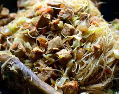 Taitei de orez cu carne si legume