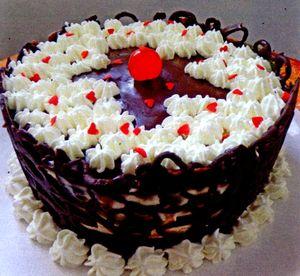 Tort_cu_fructe_de_padure_si_ciocolata_neagra