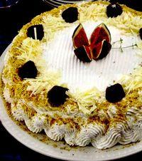 Tort_cu_trufe_fistic_si_ciocolata_alba