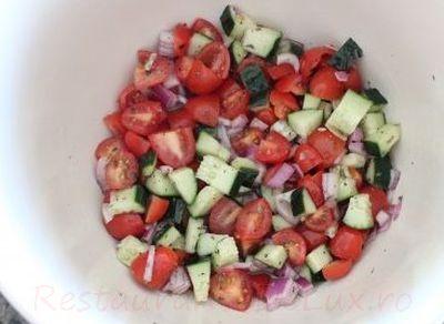 Tortilla umpluta cu carne de curcan si legume