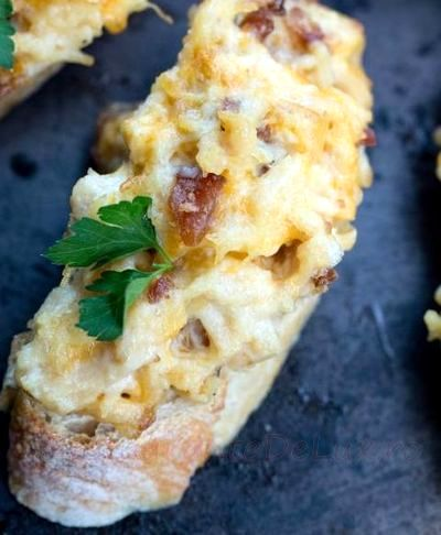 Bruschete cu pui si bacon