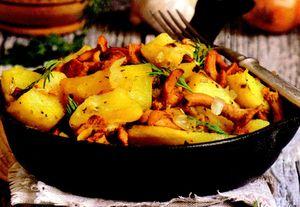 Mancare de cartofi cu ciuperci si ardei gras