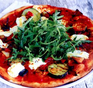 Pizza aromata cu rucola