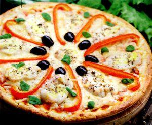 Pizza_cu_pui_masline_si_oregano