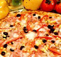 Pizza_cu_sunca_porumb_si_gorgonzola