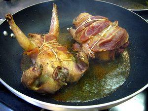 Porumbei umpluti cu porc la cuptor