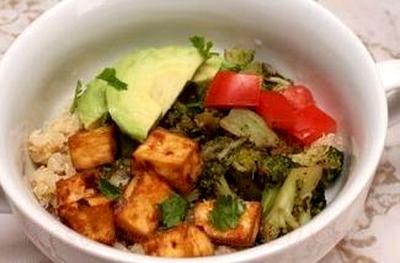 Quinoa cu tofu si broccoli
