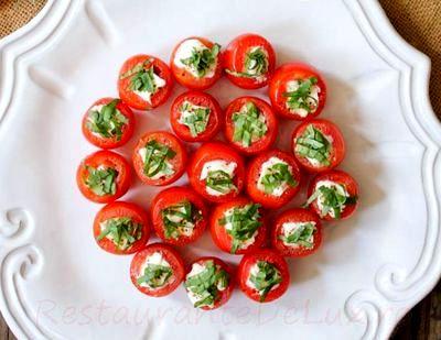 Rosii umplute cu salata din piept de curcan