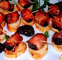 Rulouri_cu_prune_afumate_bacon_si_usutroi