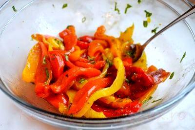 Salata de ardei copti cu capere