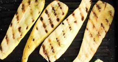 Salata de legume la gratar cu vinegreta de otet balsamic