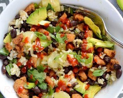 Salata de pui cu orez si avocado