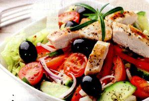 Salata_verde_cu_pipet_de_pui_si_masline