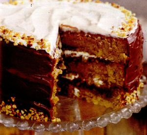 Tort_cu_alune_ciocolata_si_lichior