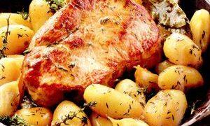 Cartofi_cu_friptura_la_cuptor