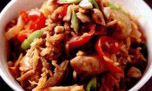 Orez_cu_pui_arahide_si_curry
