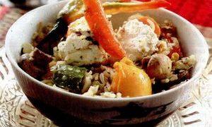 Pilaf de dovlecei cu sos de roşii