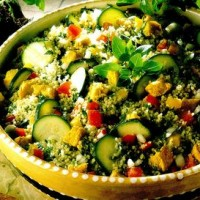 Salata de cuscus cu pui si verdeturi