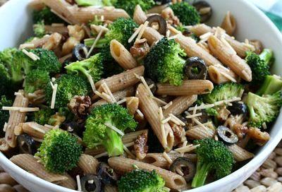 Salata_de_penne_integrale_cu_broccoli_si_masline_04