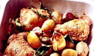 Pui cu cartofi, sofran si usturoi