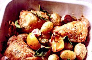 Cartofi noi la cuptor cu pulpe de pui