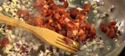 Cum_se_prepara_Tagliatele_cu_chorizo_si_ricotta