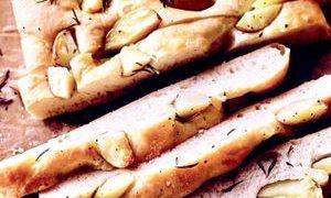 Focaccia_cu_cartofi_si_rozmarin