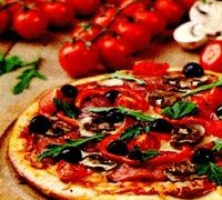 Pizza_cu_sunca_ciuperci_si_masline