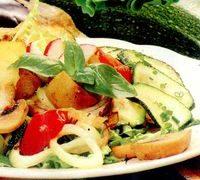 Salata_calda_cu_ciuperci_dovlecel_si_vinete